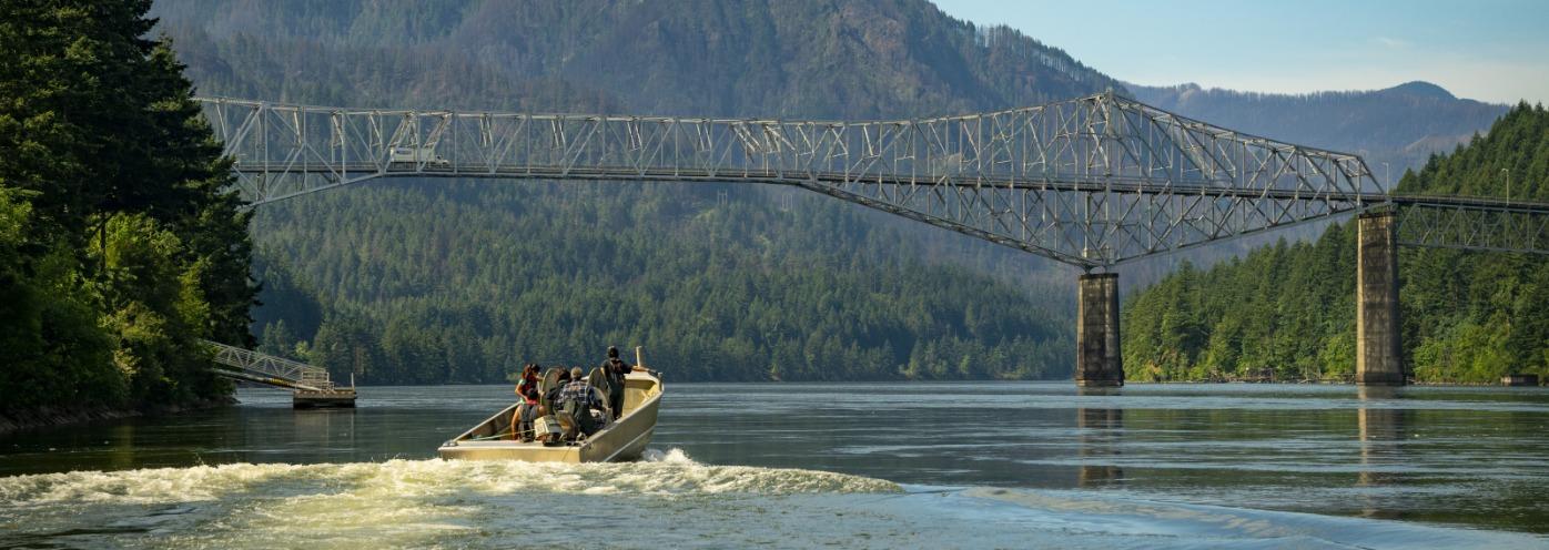 Fishing boat Cascade Locks